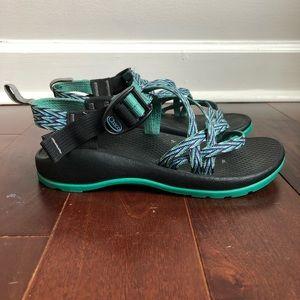 "CHACO ""Dagger"" Aqua Turquoise Sport Sandal Size 2"